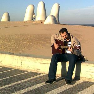 Eu, tocando violão